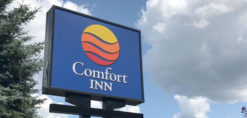Members at Comfort Inn London achieve new union contract.